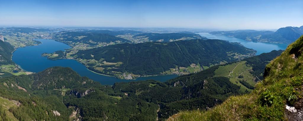 Bliock vom Schafberg auf die Seenlandschaft Oberösterreichs